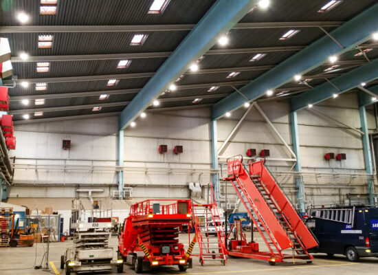 Lentokonehalli LED